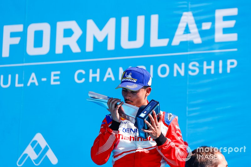 Pascal Wehrlein, Mahindra Racing, kisses his 2nd place trophy on the podium