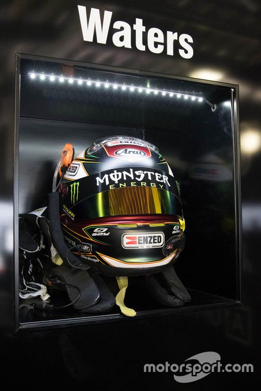 Helm von Cameron Waters, Prodrive Racing Australia