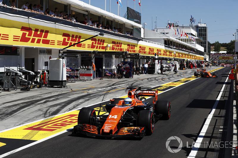 Фернандо Алонсо, McLaren MCL32, Стоффель Вандорн, McLaren MCL32