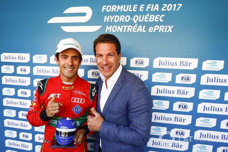 Lucas di Grassi, ABT Schaeffler Audi Sport, recibe el trofeo  Julius Bar Pole Position