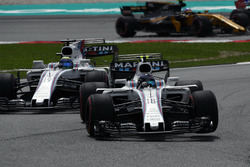Lance Stroll, Williams FW40 en bataille Felipe Massa, Williams FW40