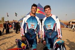 Max Verstappen, Red Bull Racing y Daniel Ricciardo, Red Bull Racing posan para una fotografía