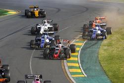 Kevin Magnussen, Haas F1 Team VF-17, leads Marcus Ericsson, Sauber C36, Antonio Giovinazzi, Sauber C36, Lance Stroll, Williams FW40, and Stoffel Vandoorne, McLaren MCL32, at the start