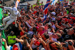 Race winner Lewis Hamilton, Mercedes AMG F1 celebrates, the fans