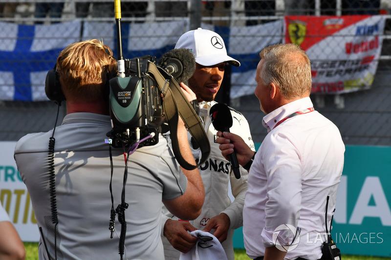 Pole sitter Lewis Hamilton, Mercedes AMG F1 talks, Johnny Herbert, F1 Experiences 2-Seater Driver