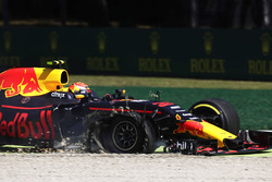 Max Verstappen, Red Bull Racing RB13, in the gravel, a puncture