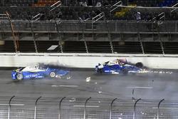 Scott Dixon, Chip Ganassi Racing Honda, Takuma Sato, Andretti Autosport Honda crash