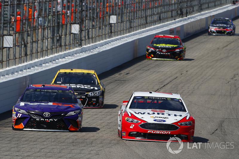 Brad Keselowski, Team Penske Ford, Denny Hamlin, Joe Gibbs Racing Toyota