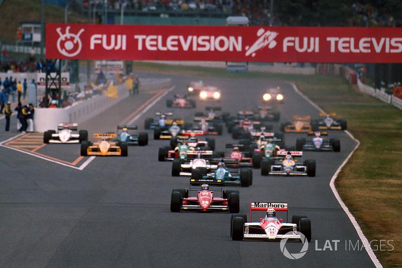 11. El GP de Japón vio la única vuelta liderada por un coche con motor aspirado en toda la temporada de 1988, y la primera desde 1983. Ivan Capelli se aprovechó de un error de Prost en la lluvia de Suzuka y logró pasar por meta por delante del francés en la vuelta 16. El motor March del Judd del italiano se rompería vueltas después.