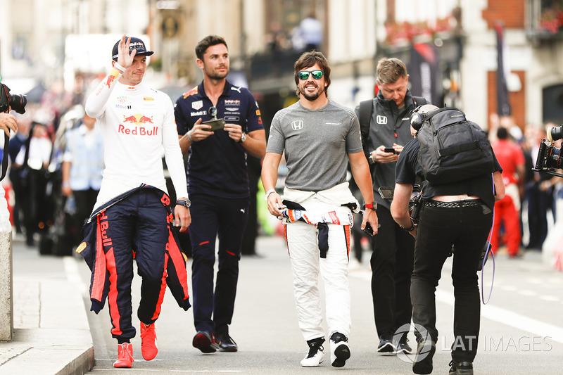 Max Verstappen, Red Bull Racing; Fernando Alonso, McLaren