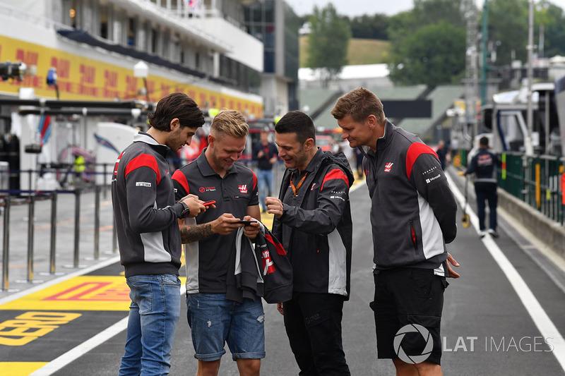 Antonio Giovinazzi, Haas F1 y Kevin Magnussen, Haas F1