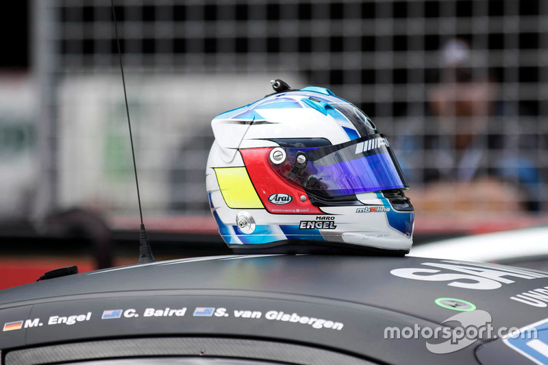 #22 STM / HTP Motorsport, Mercedes AMG GT3: Maro Engel casco