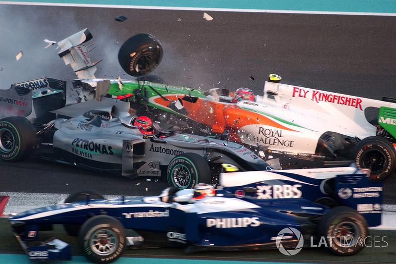 Accrochage entre Michael Schumacher, Mercedes GP MGP W01, et Vitantonio Liuzzi, Force India VJM03