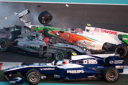 Michael Schumacher, Mercedes GP MGP W01, Vitantonio Liuzzi, Force India VJM03, crash