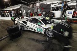 #63 Scuderia Corsa Ferrari 488 GT3, GTD: Cooper MacNeil, Alessandro Balzan, Gunnar Jeannette, Jeff Segal, pit stop