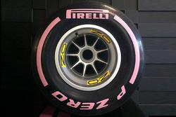 Pirelli pembe lastik