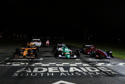 Retro F1-bolides en een Ducati