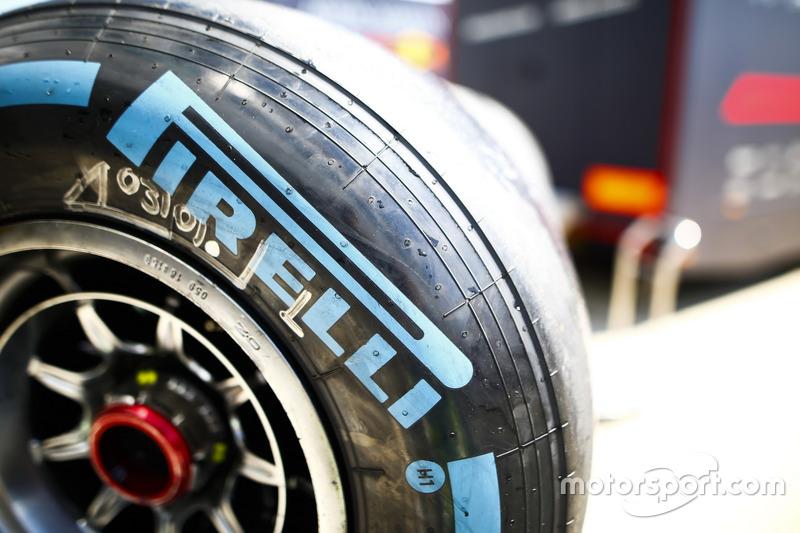 Vue détaillée d'un pneu Pirelli