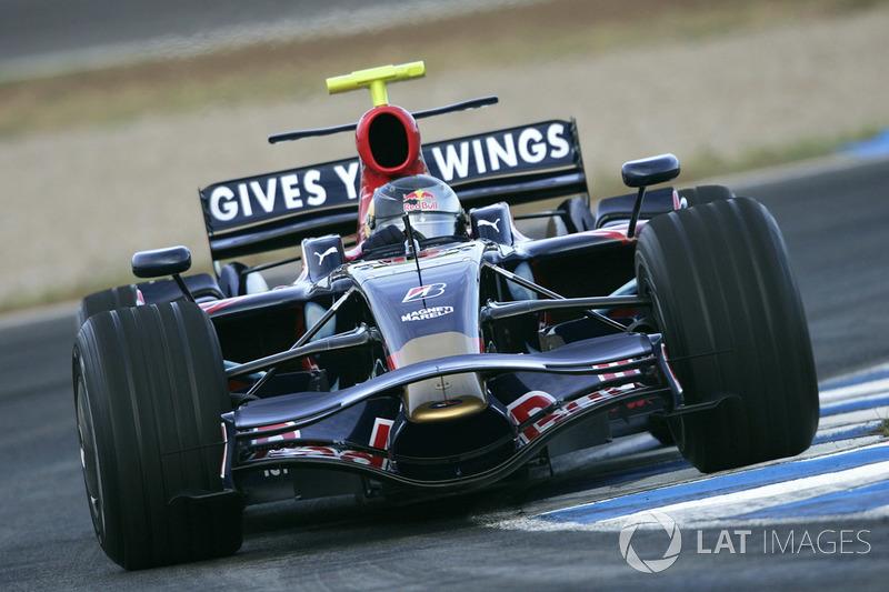 2008: Toro Rosso STR2B Ferrari (5 Гран При, одно седьмое место)