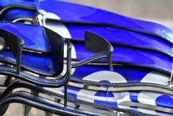 تفاصيل الجناح الأمامي لسيارة تورو روسو اس.تي.آر13