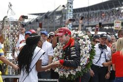 Winner Will Power, Team Penske Chevrolet celebrates
