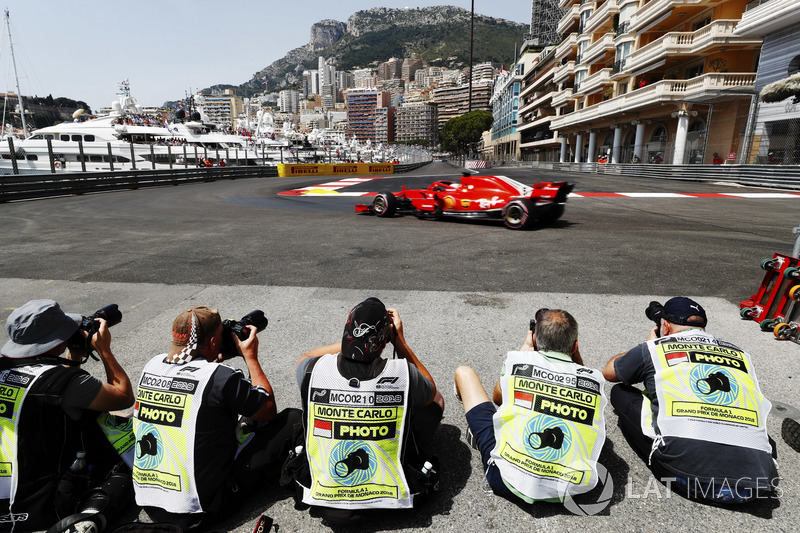 Los fotógrafos y Sebastian Vettel, Ferrari SF71H
