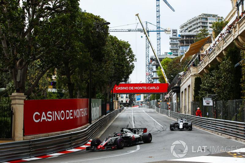 Romain Grosjean, Haas F1 Team VF-18, leads Lance Stroll, Williams FW41