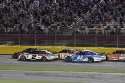 Brad Keselowski, Team Penske, Ford Fusion Discount Tire, Kyle Larson, Chip Ganassi Racing, Chevrolet Camaro Credit One Bank