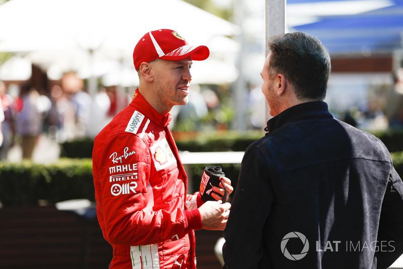 Sebastian Vettel, Ferrari, parla con Christian Horner, Team Principal, Red Bull Racing