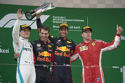 Podium: race winner Daniel Ricciardo, Red Bull Racing, second place Valtteri Bottas, Mercedes-AMG F1, third place Kimi Raikkonen, Ferrari, Chris Gent, race engineer
