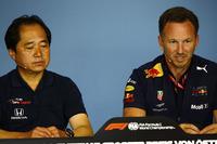 Yusuke Hasegawa, Honda, et Christian Horner, Team Principal, Red Bull Racing, lors de la conférence de presse