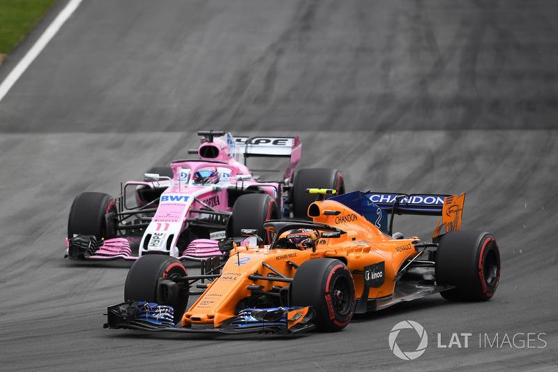 Stoffel Vandoorne, McLaren MCL33 and Sergio Perez, Force India VJM11