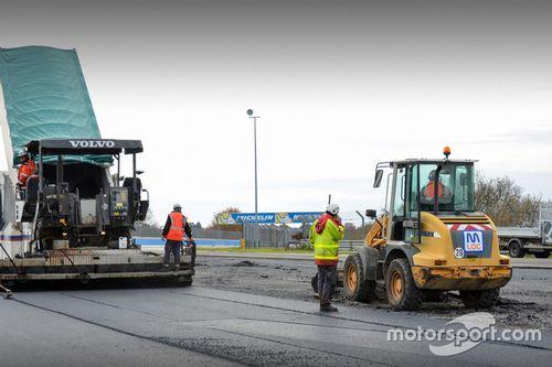 Le Mans Porsche curves changes