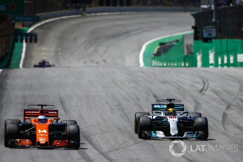 Lewis Hamilton largou dos boxes, escalou o grid e terminou a corrida em quarto