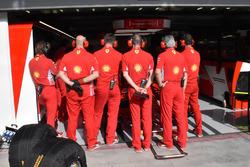 Ferrari mekanikerleri garajı kapatıyor