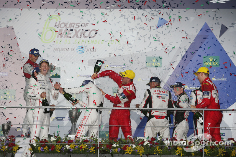 Podium: #1 Porsche Team Porsche 919 Hybrid: Timo Bernhard, Mark Webber, Brendon Hartley with champgne