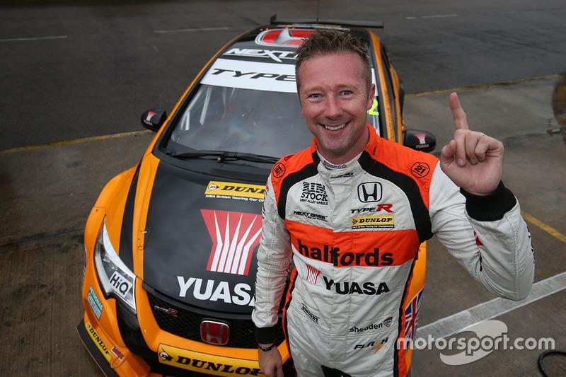 Polesitter Gordon Shedden, Halfords Yuasa Racing