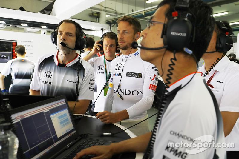 Jenson Button, McLaren in the garage