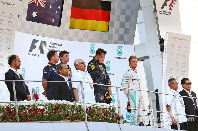 المنصة: المركز الثاني ماكس فيرشتابن، ريد بُل، الفائز بالسباق دانيال ريكاردو، ريد بُل، المركز الثالث نيكو روزبرغ، مرسيدس