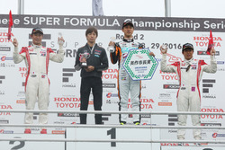 Podyum: 1. Hiroaki Ishiura, Cerumo Inging, 2. Koudai Tsukakoshi, Real Racing, 3. Takuya Izawa, Real Racing