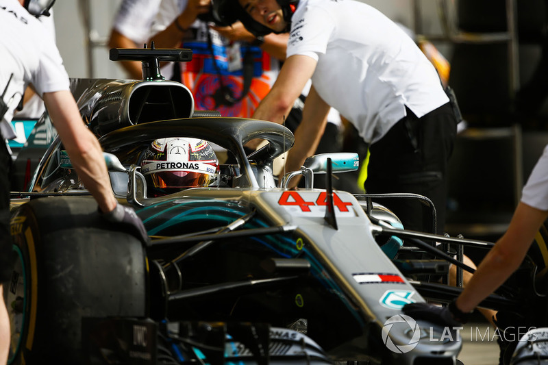 Lewis Hamilton, Mercedes AMG F1 W09, is returned to the garage by Mercedes engineers