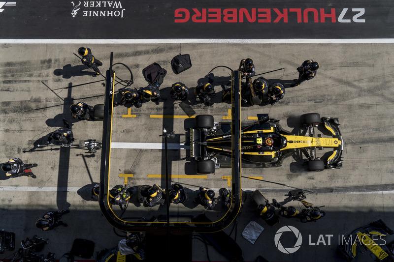 Carlos Sainz Jr., Renault Sport F1 Team R.S. 18, repart après son arrêt au stand