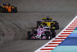 Esteban Ocon, Force India VJM11 Mercedes, Nico Hulkenberg, Renault Sport F1 Team R.S. 18, and Fernando Alonso, McLaren MCL33 Renault