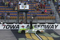 Race winner Brett Moffitt, Hattori Racing Enterprises, Toyota Tundra Destiny Homes