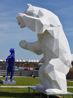Sculture in pit lane