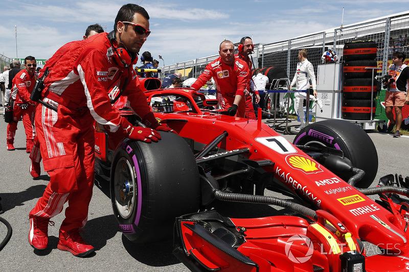Kimi Raikkonen, Ferrari, arriva in griglia
