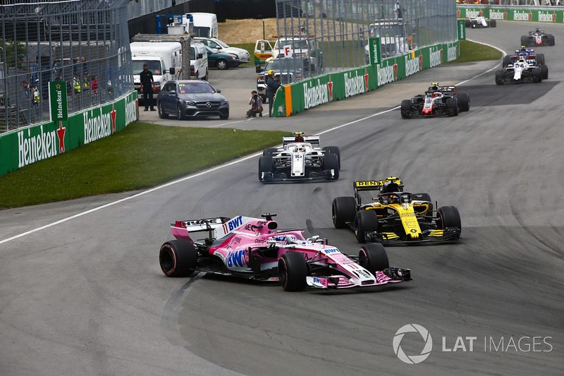 A sideways Sergio Perez, Force India VJM11, battles with Carlos Sainz Jr., Renault Sport F1 Team R.S