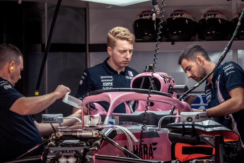 Force India VJM11 en el garaje