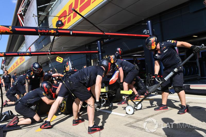 Entraînement aux arrêts au stand chez Red Bull Racing