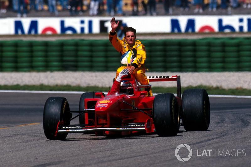 Hockenheim 1997: Giancarlo Fisichella (Jordan) menumpang Michael Schumacher (Ferrari)